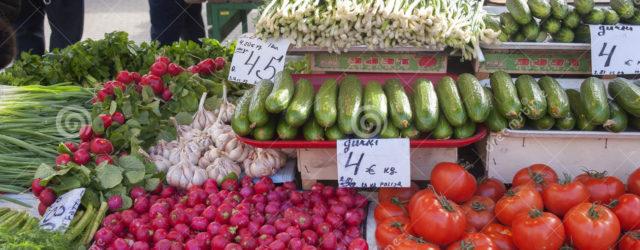 продажа садового урожая на рынке